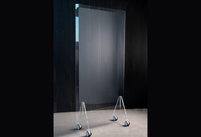 Mobile Schutzwand aus transparentem Plexiglas